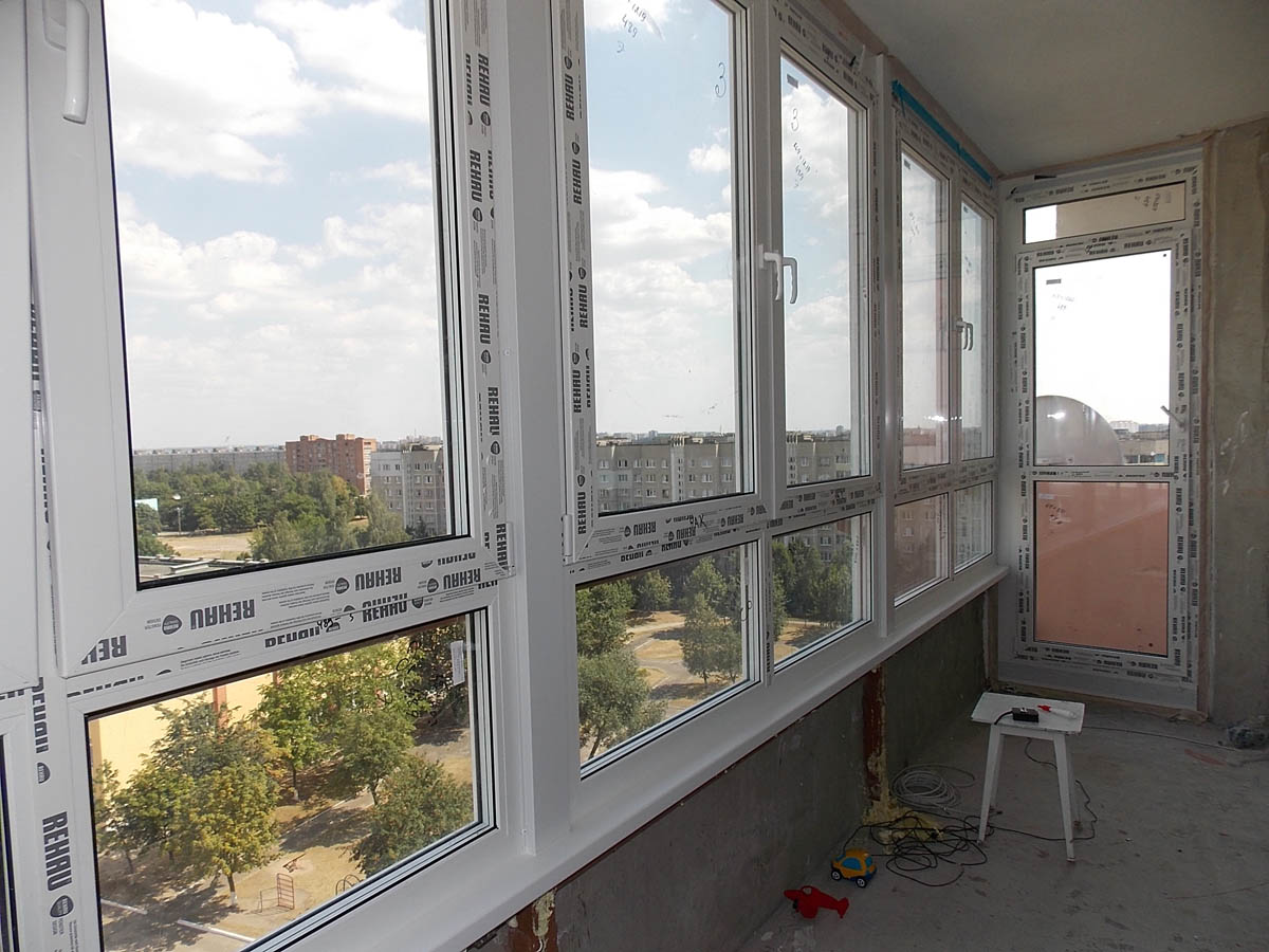 Пластиковые рамы на балкон цена.