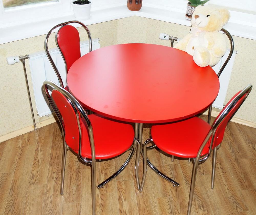 стулья к красной кухне фото