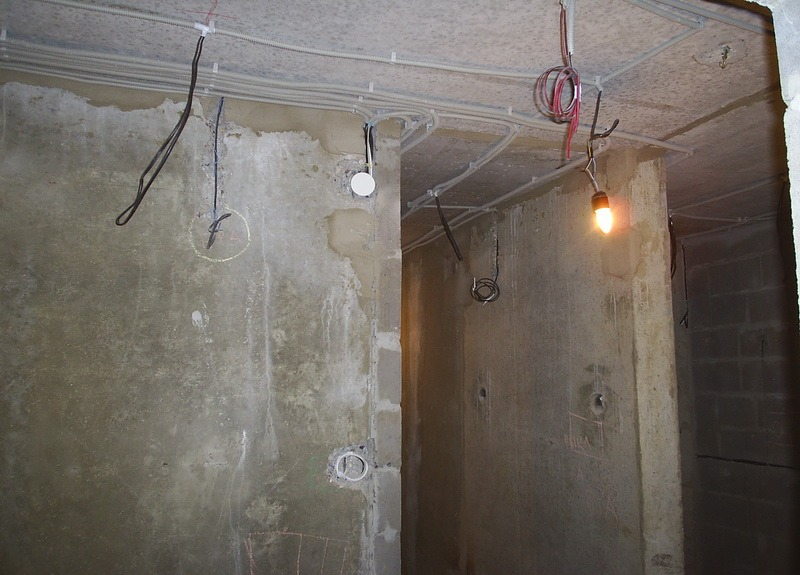 Электрика на потолке своими руками