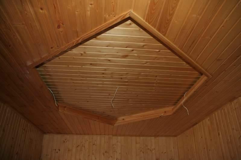 Обшивка деревянной вагонкой потолок