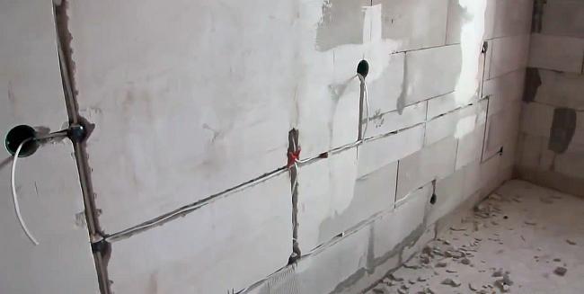 Картинки по запросу прокладка кабеля в штробе